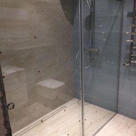 Раздвижные стеклянные перегородки для душевой кабины