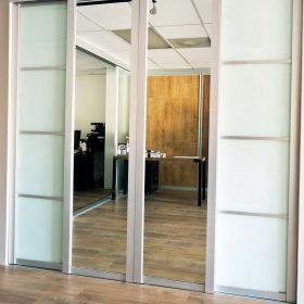 Зеркальные раздвижные перегородки