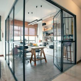 Раздвижные перегородки между гостиной и кухней